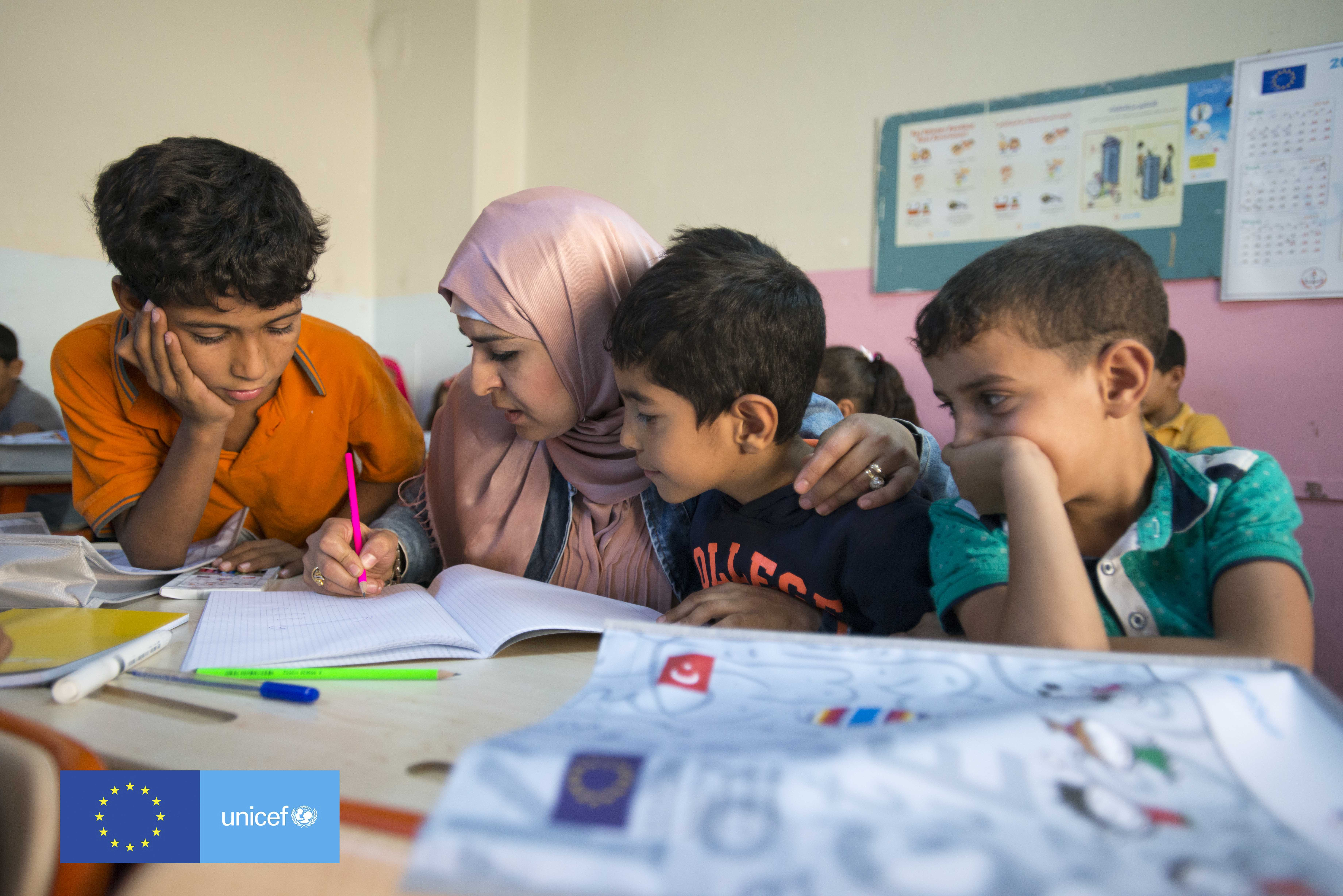 Syrian teacher Esma Tabit works with a group of children in a classroom at the Temporary Education Centre of Yenice in Sanliurfa, Turkey, October 2016.  Credit: UNICEF Turkey/2016/Rich