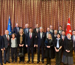 """Turkey and the EU must intensify dialogue"", says EP Foreign Affairs Chairman McAllister"