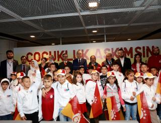 Refugee children in Turkey meet football stars
