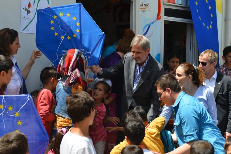 Commissioner Hahn and EU reponsibles in Harran camp 2016